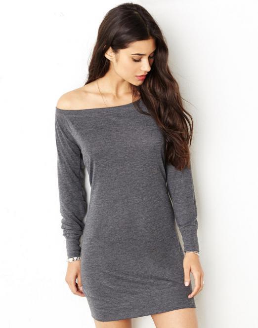 Široké výstřihy u triček, mikin či svetříků – ano či ne?